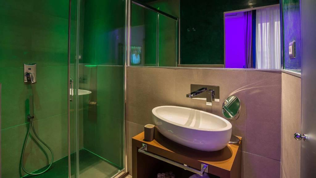 Colonna-suite-del-corso-rome-deluxe-room-bathroom-104-14