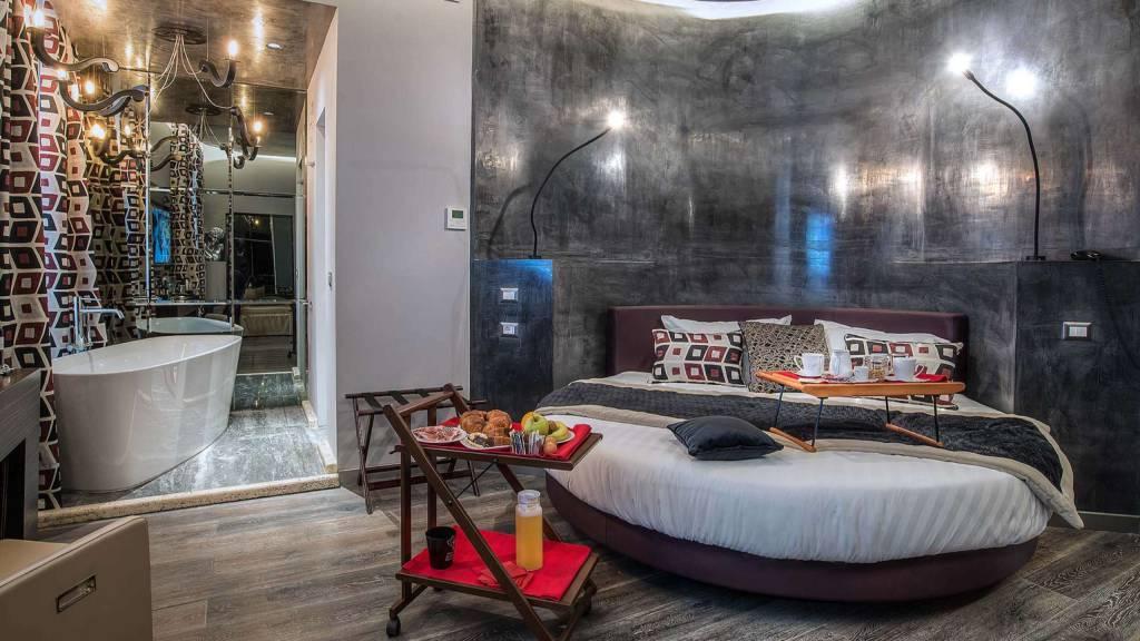 Colonna-suite-del-corso-rome-deluxe-room-bed-202b-31