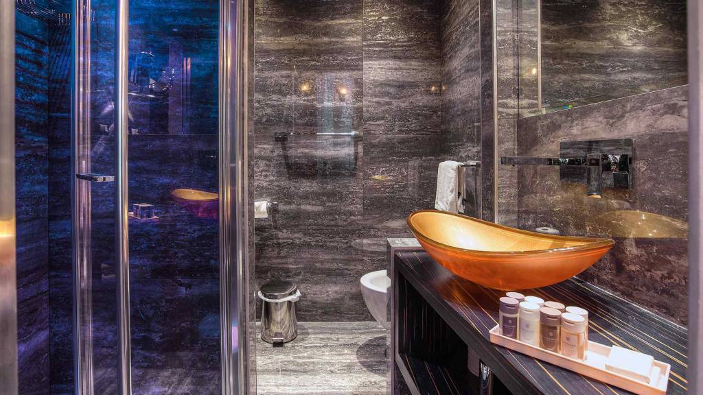 Colonna-suite-del-corso-rome-deluxe-room-bathroom-202h-37