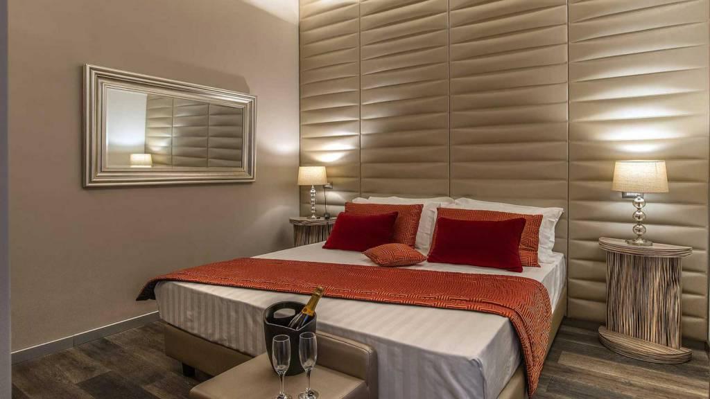 Colonna-suite-del-corso-rome-deluxe-room-bed-204-39