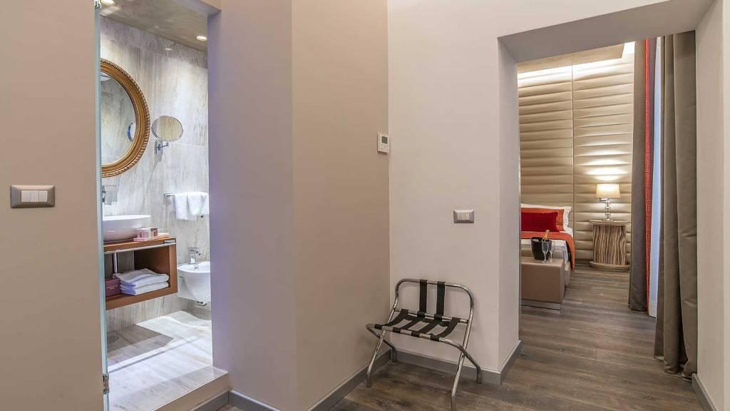 Colonna-suite-del-corso-rome-deluxe-room-204