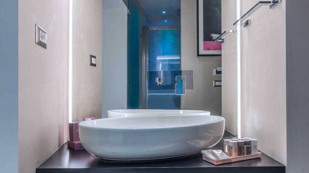 Colonna-suite-del-corso-rome-family-room-bathroom-303k-21