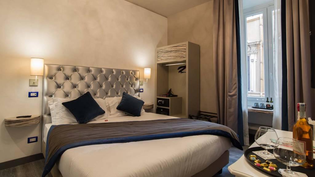 Colonna-suite-del-corso-rome-superior-room-bed-103c-4