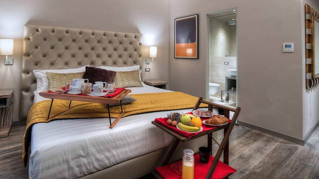 Colonna-suite-del-corso-rome-superior-room-bed-201a-40