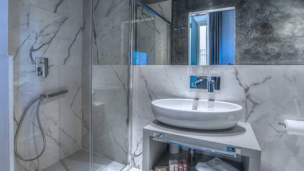 Colonna-suite-del-corso-rome-superior-room-bathroom-203-44