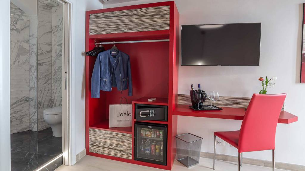 Colonna-suite-del-corso-guest-house-rome-deluxe-red-room-3622