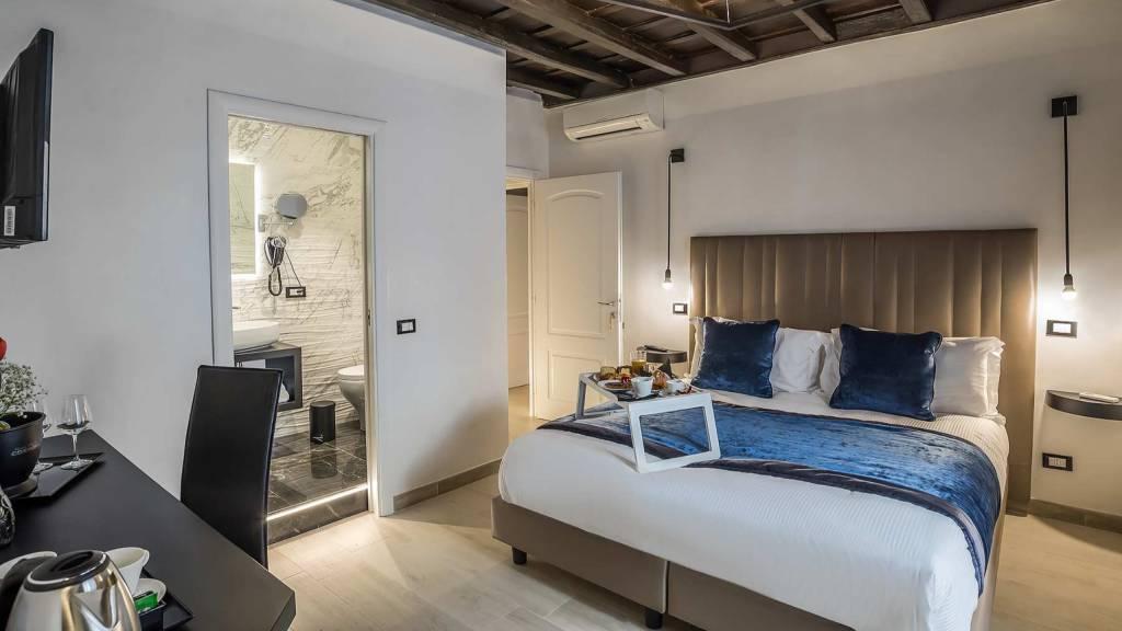 Colonna-suite-del-corso-guest-house-rome-classic-black-room-3635