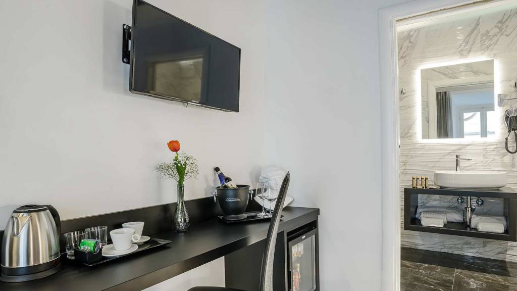 Colonna-suite-del-corso-guest-house-rome-classic-black-room-3638