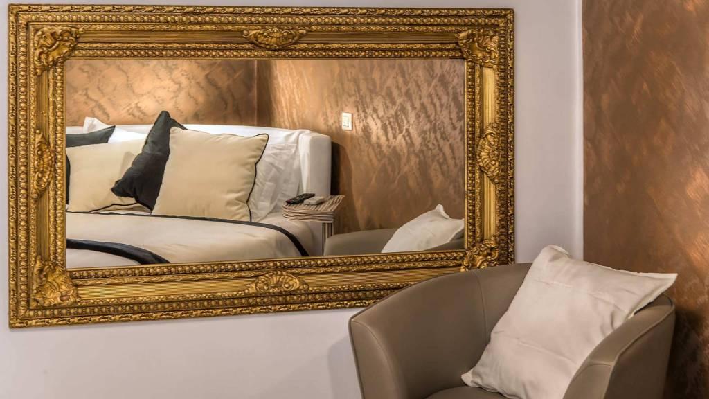 Colonna-suite-del-corso-guest-house-rome-deluxe-brown-room-3654