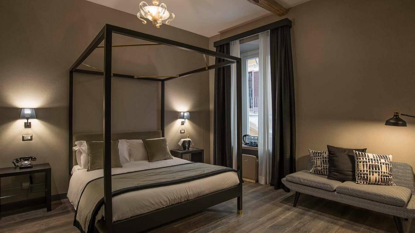 Colonna-suite-del-corso-rome-deluxe-room-bed-102n-12