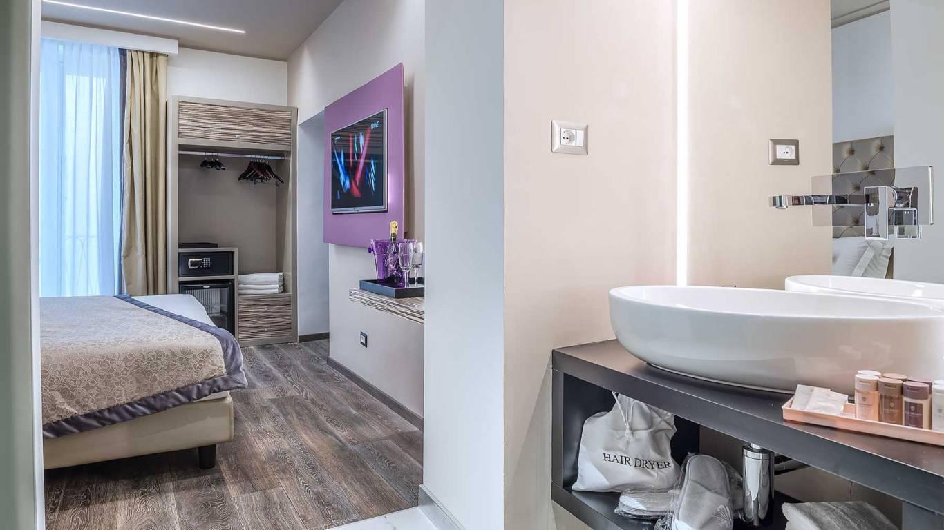 Colonna-suite-del-corso-rome-family-room-bathroom-303h-18