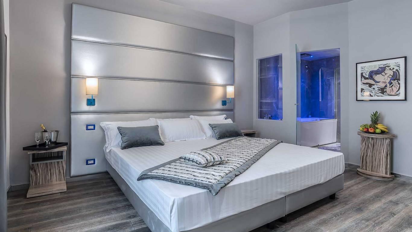 Colonna-suite-del-corso-rome-king-jacuzzi-bed-305a-10