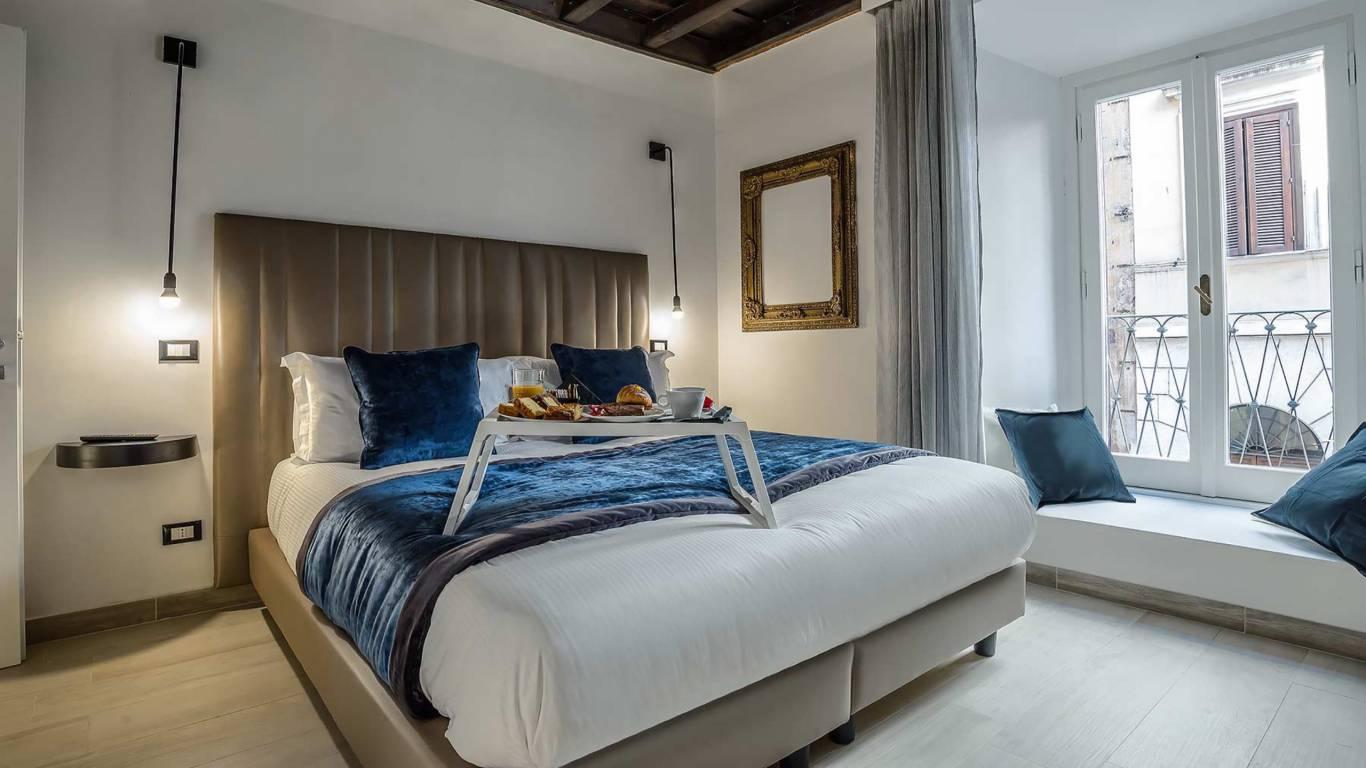 Colonna-suite-del-corso-guest-house-rome-classic-black-room-3636