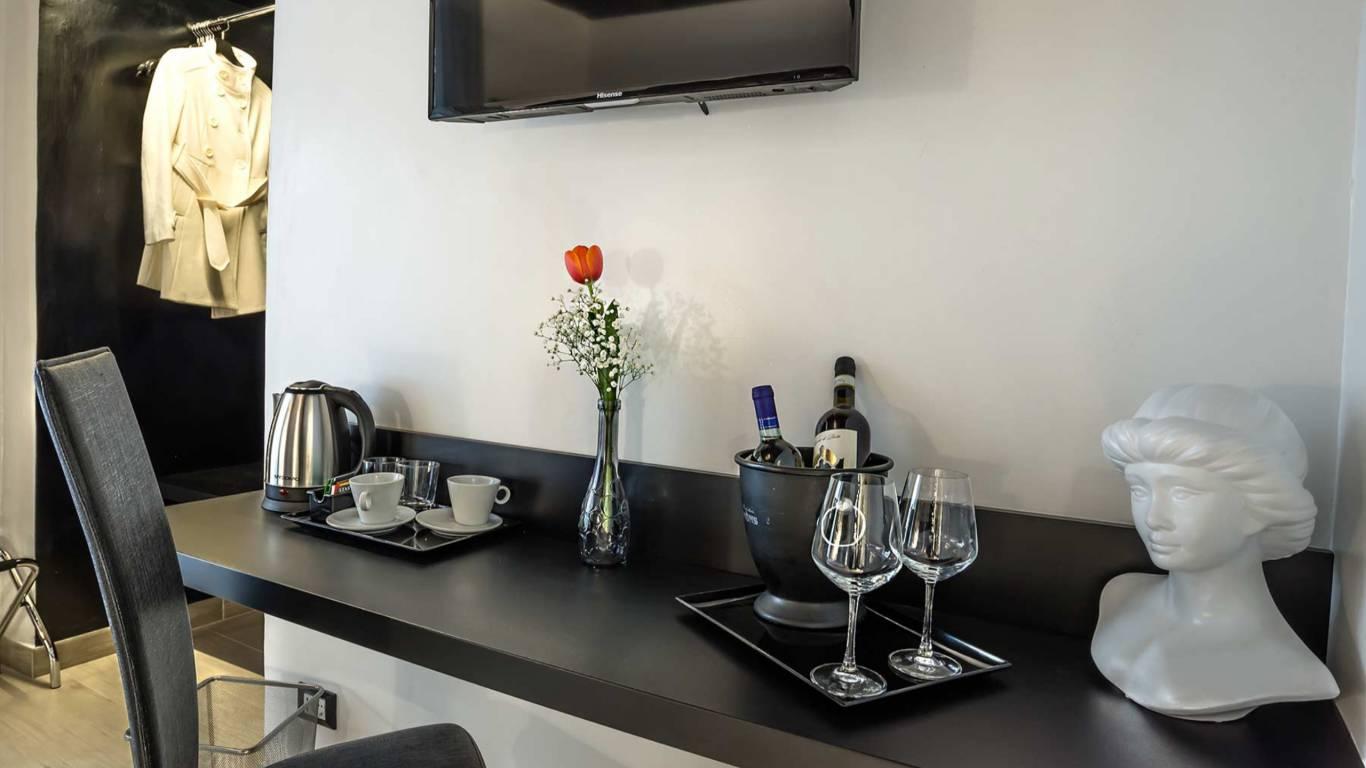 Colonna-suite-del-corso-guest-house-rome-classic-black-room-3639