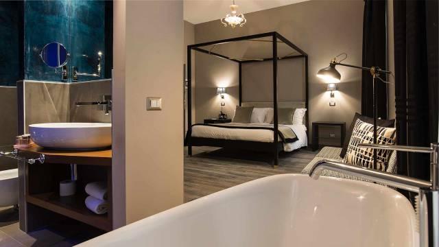 Colonna-suite-del-corso-rome-deluxe-room-bath-102-1